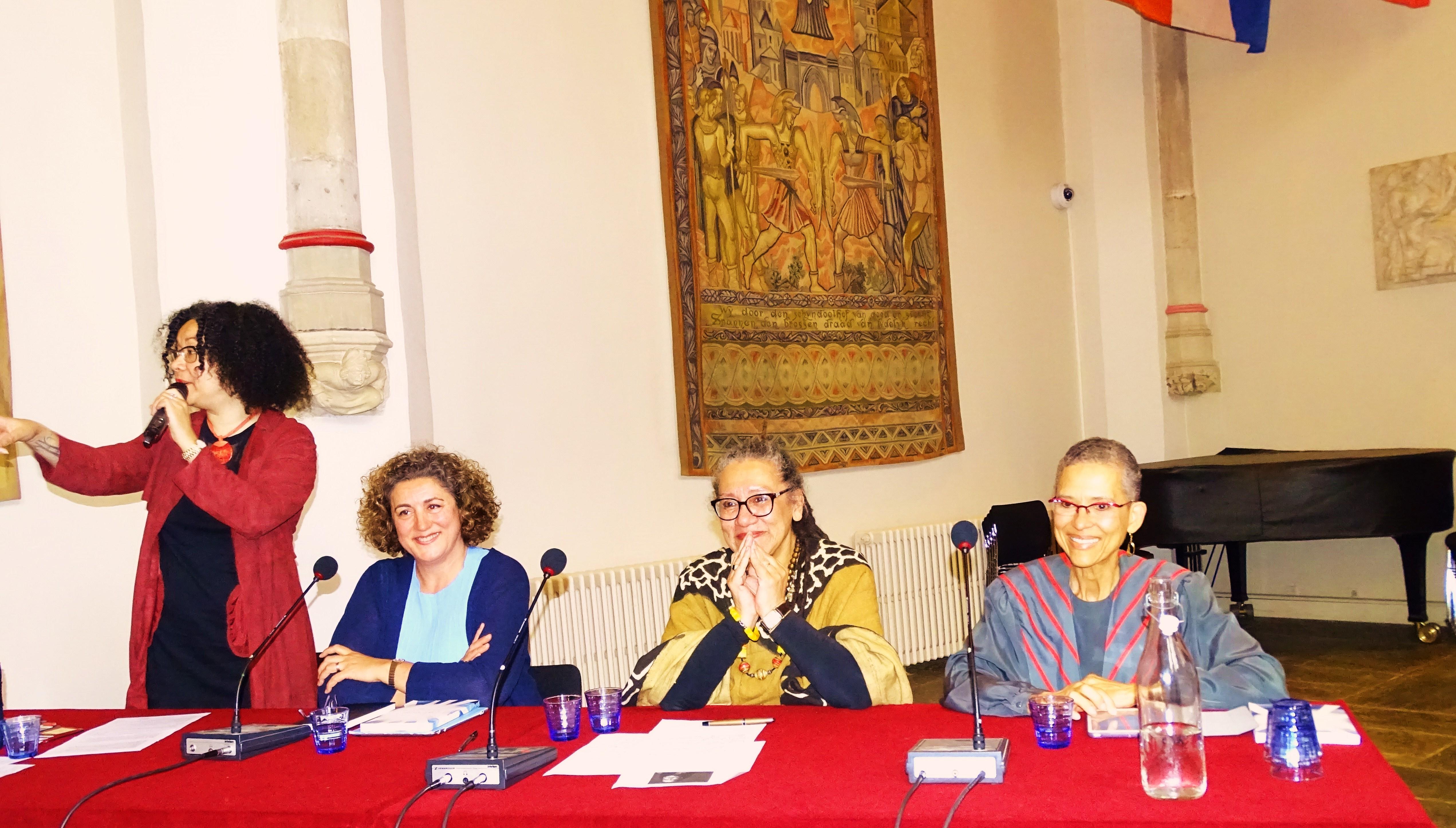 GloriaWekker20160615 Afscheidsrede en Symposium Universiteit van Utrecht. Van links naar rechts Nancy Jouwe MA, Prof. Dr Halleh Ghorashi Hal, Prof. Dr Gloria Wekker, Prof. Dr Philomena JM Essed. DataMapCrightsPhilomenaJMEssed by HellenJGill