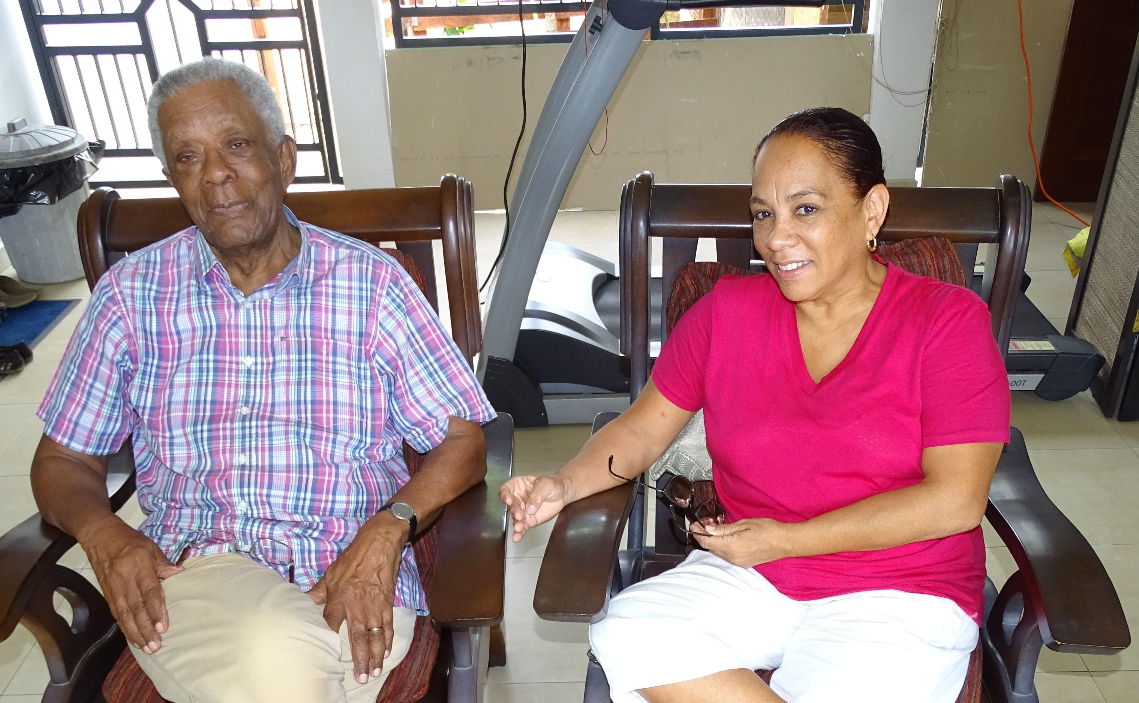 Carla Bakboord interviewt dhr Hein Eersel, literator Surinaams taalkundige en Surinamist.