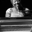 Liesbeth Peroti Musicoloog, Theatermaker, Pianist, Vocalist.
