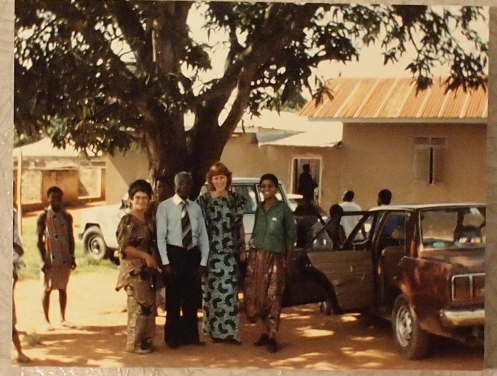 Bij de Prins van Mampon (MamponHene) op bezoek. King Opoku W-2 was toen in Engeland. Ook naar de Anotjkron en de universtiteit geweest (Prof Konimo met gitaar en Kwasi onze gids) Gerda Havertong, Noni Lichtveld, Lieke van Duyn en Hellen Jeanette Gill, trokken 2 maanden lang door diverse regionen van Ghana (Acra, Nentin, Cape Coast, Mampon, Kumasi, overig) Film opnamen Feduco (ned3).